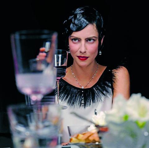 Elegant Living 6 сцени около масата в 6 любими филма
